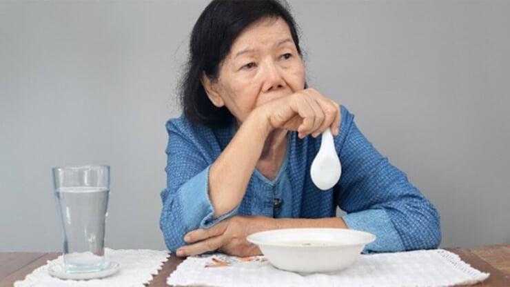 Tình trạng ăn không ngon ở người cao tuổi do suy giảm vị giác, lượng nước bọt, hoặc mắc một số bệnh mạn tính