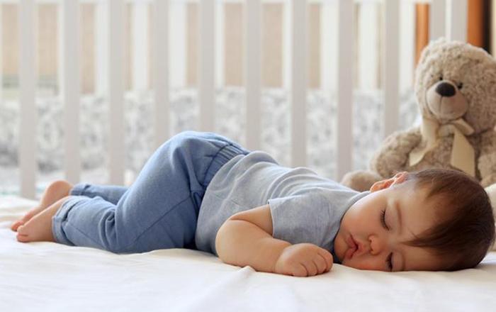 nằm sấp khi ngủ
