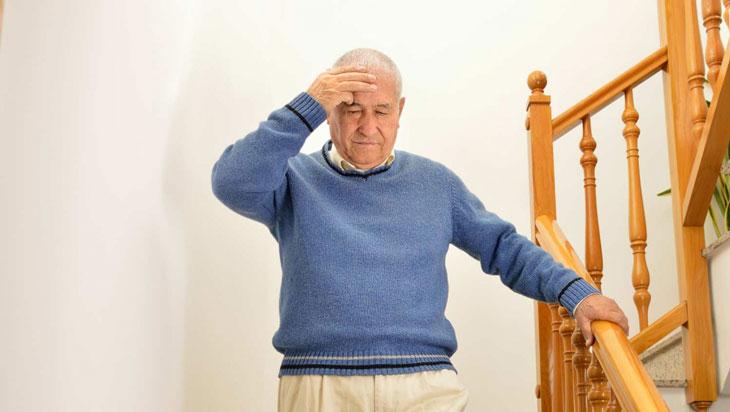 chóng mặt ở người cao tuổi