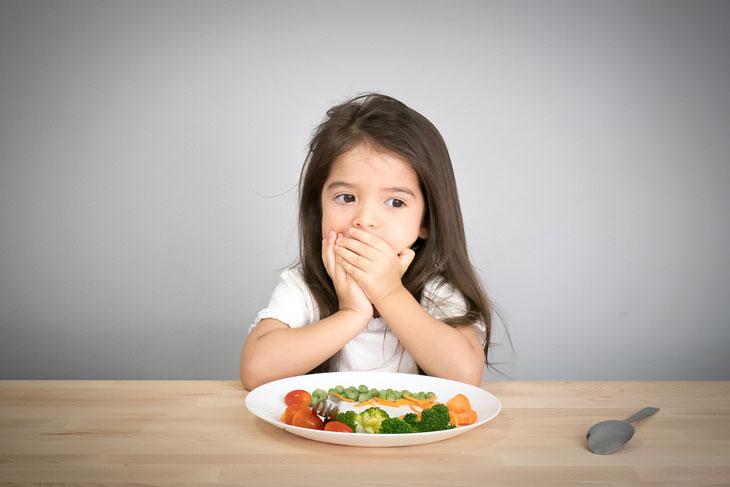 tập cho bé ăn rau