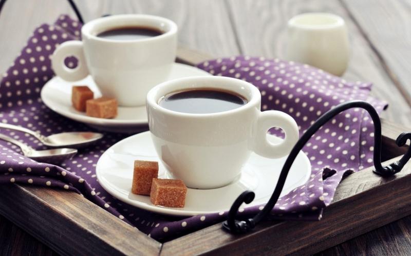 Uống cà phê vào buổi sáng: lợi hay hại