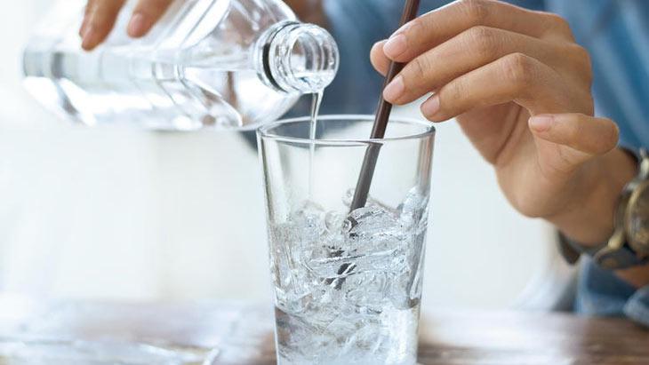 Uống nước đá gây viêm họng