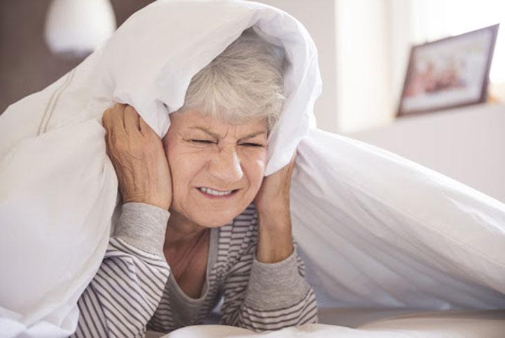 bệnh ù tai ở người già