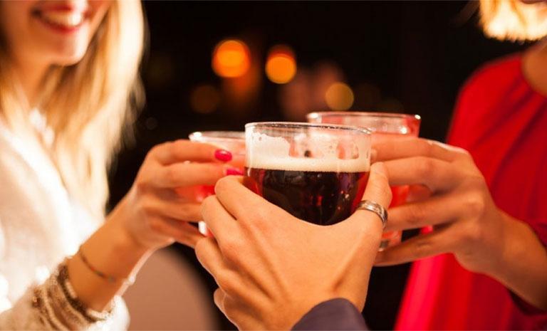 Rượu đồ uống gây vô sinh cao ở cả nam và nữ