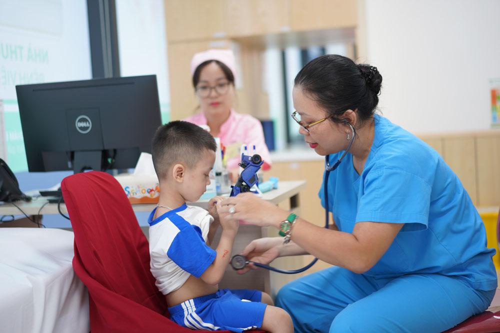 Các gói Bảo hiểm Hồng Ngọc đa dạng, áp dụng từ trẻ 02 tháng đến 65 tuổi