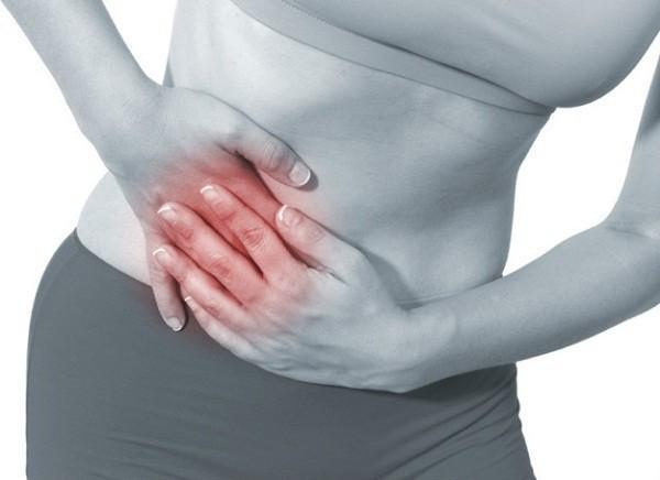 Đau kẽ sườn là một trong những triệu chứng của bệnh áp xe gan