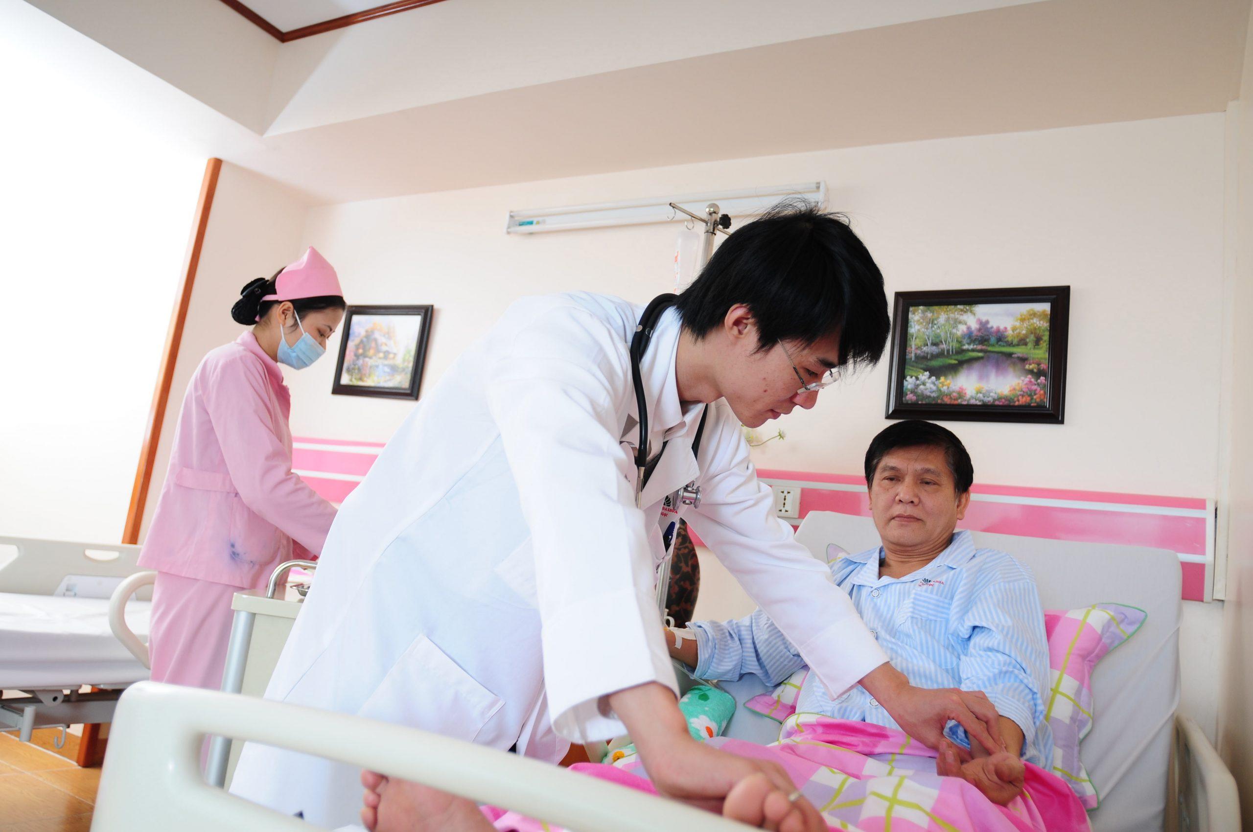 Cần tuân thủ chỉ định của bác sĩ trong quá trình điều trị xuất huyết dạ dày