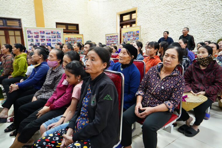 Numerous people in Chau Nhan and Hung Thanh communes gathering in the event