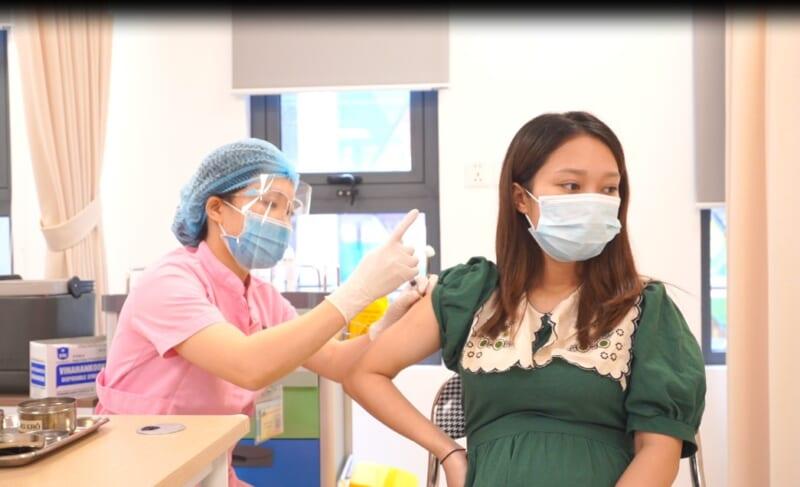 Tiêm vắc-xin ngừa COVID-19 cho phụ nữ mang thai tại Bệnh viện Hồng Ngọc