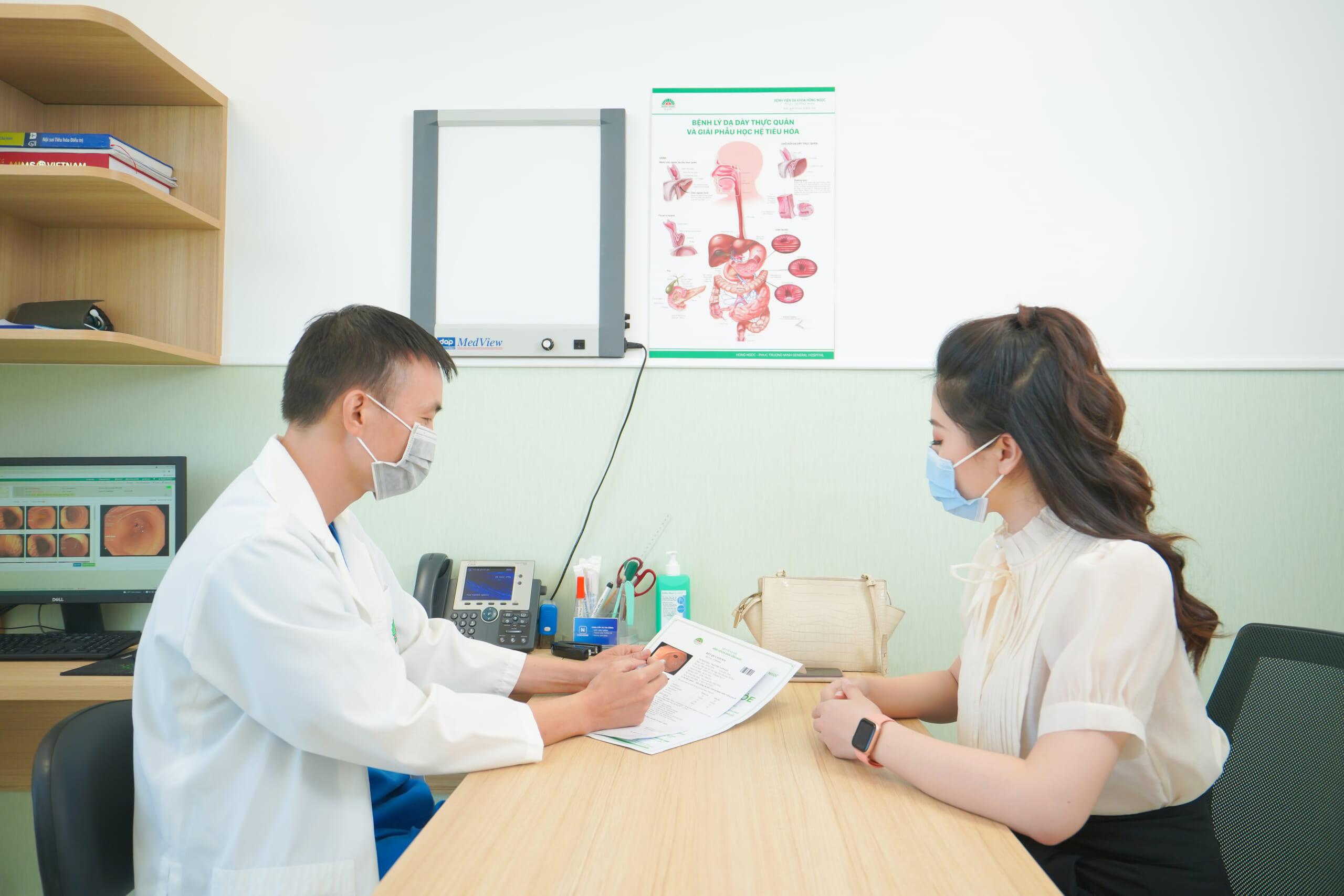 Khám với bác sĩ tiêu hóa